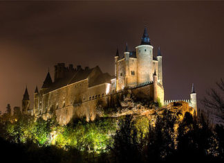 The Alcázar of Segovia, on the list of the 15 most beautiful castles in the world