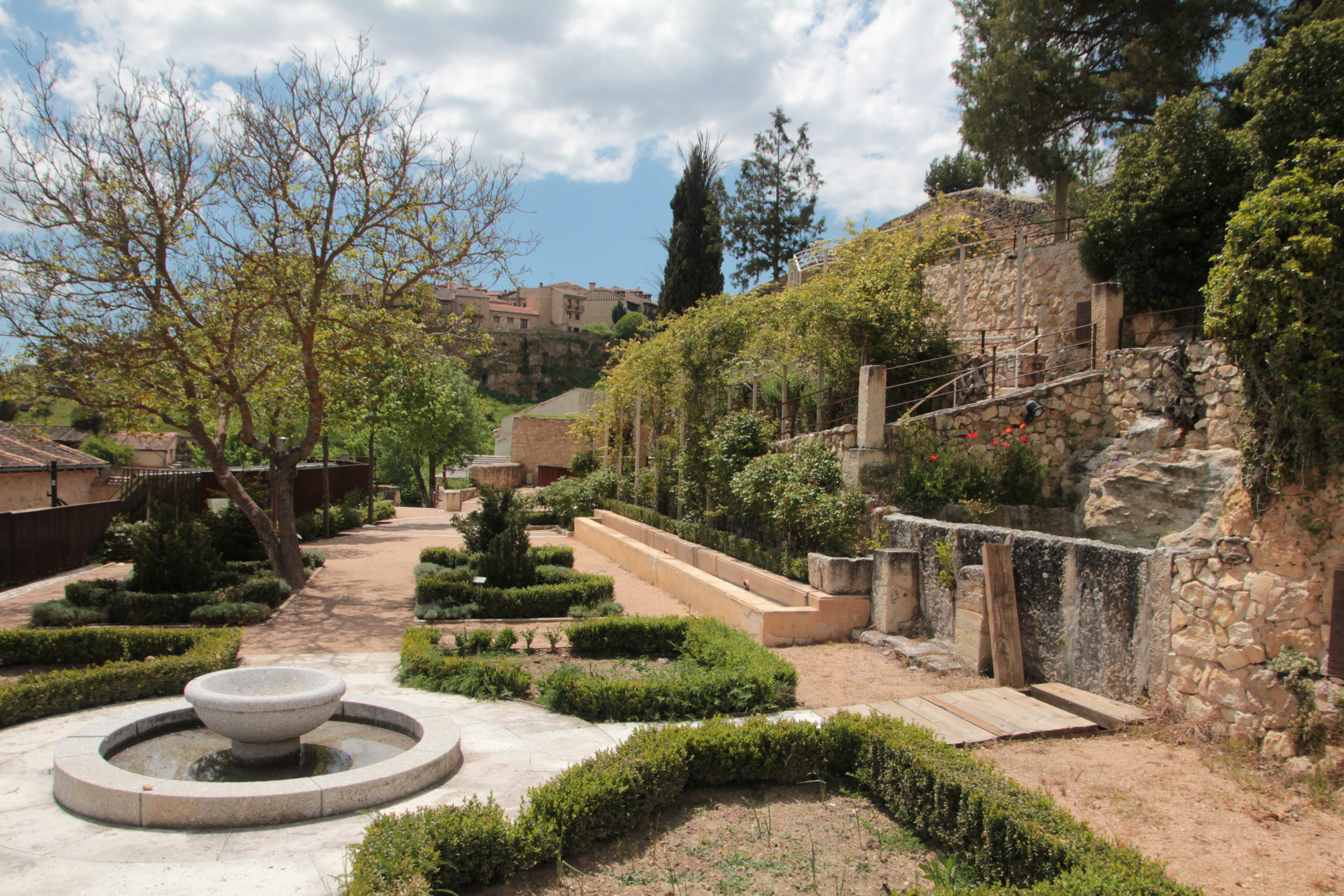 Casa del guila Imperial Jardines San Miguel
